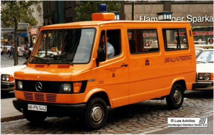 Mercedes benz 207 d unfallhilfsdienst hochbahn hamburg for Benz hamburg