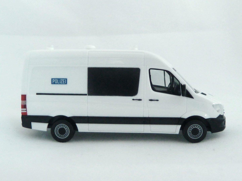 Mercedes benz sprinter gefangenentransportkraftwagen for Shop mercedes benz