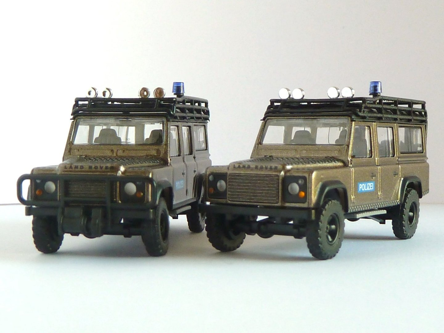 land rover defender gsg 9 der bundespolizei 110 station. Black Bedroom Furniture Sets. Home Design Ideas