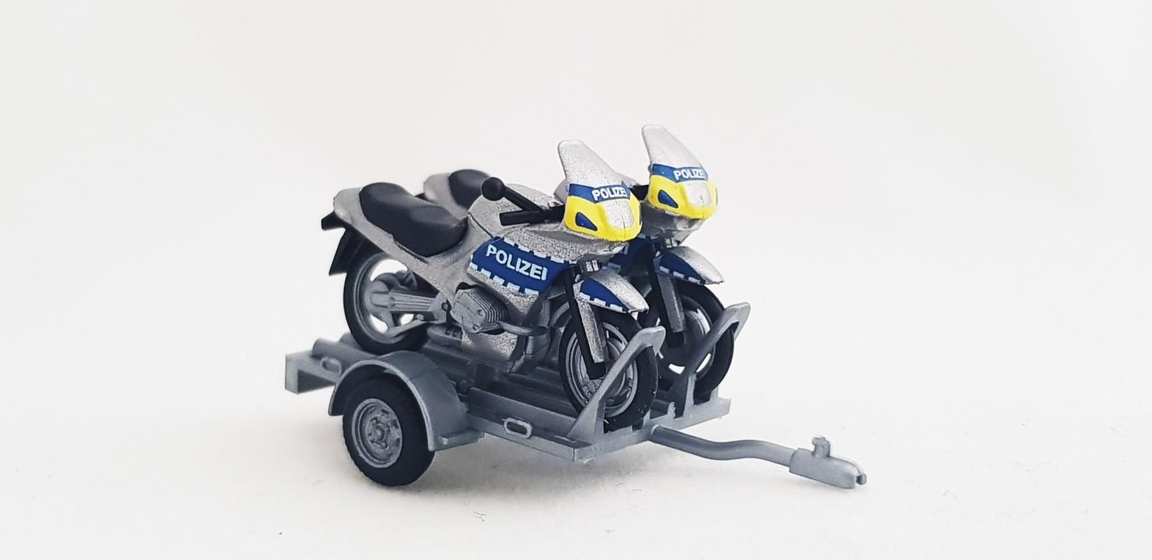2 bmw motorr der polizei krad auf anh nger landespolizei. Black Bedroom Furniture Sets. Home Design Ideas